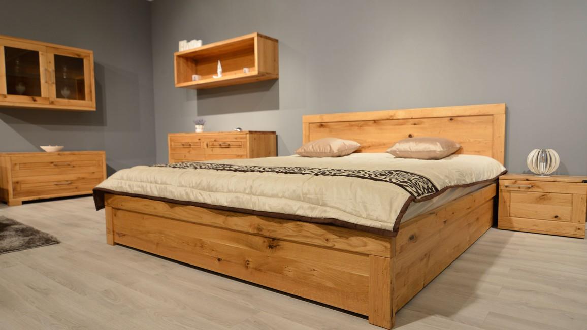 luxushálószoba tömörfa ágyakkal