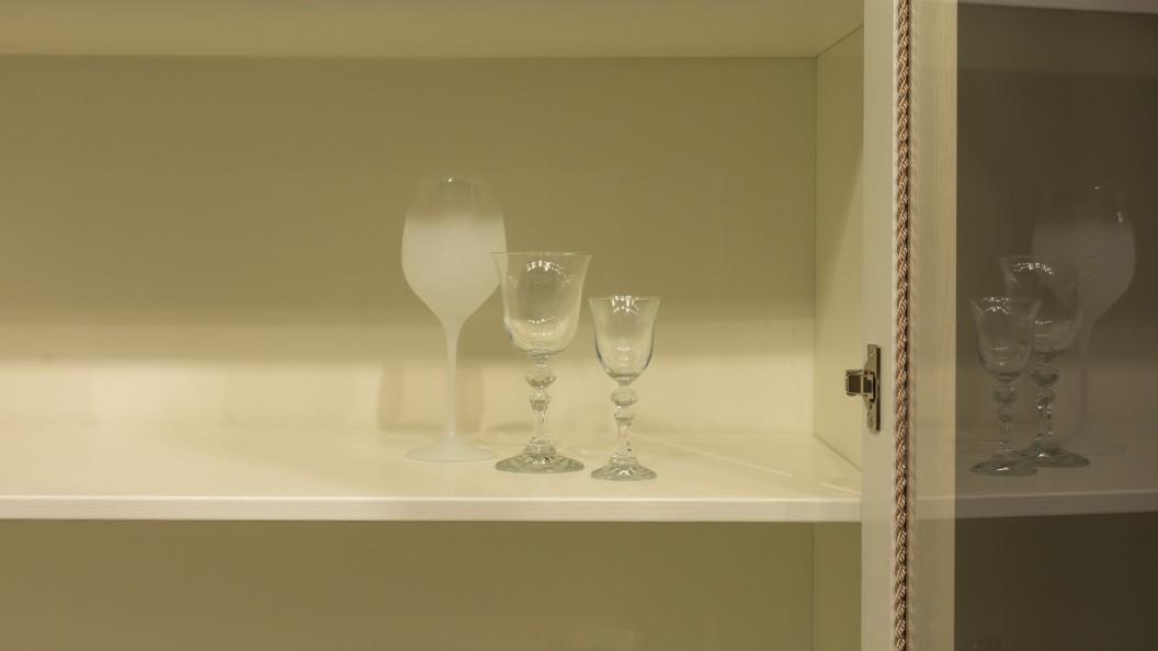 Fehér modern tálalószekrény