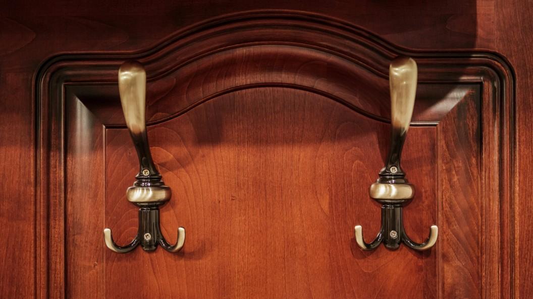 Réka klasszikus bútor fogassal