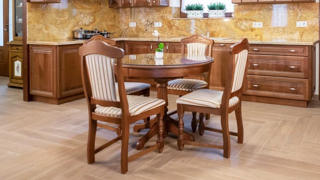 Family kerek asztal székekkel